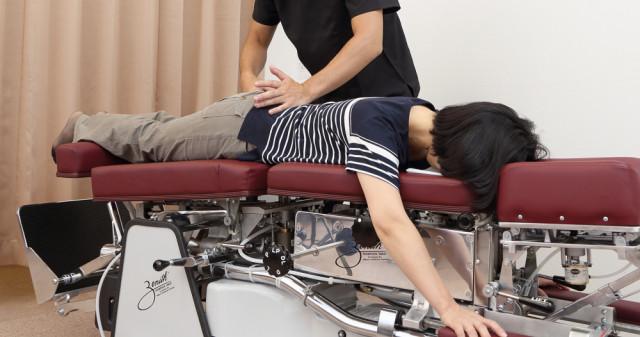 優しい施術なので、痛みが苦手な方、年配の方、妊婦さん、産後1ヶ月以降の方でも安心して治療を受けていただけます。